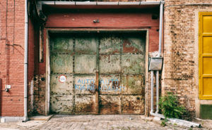 5 Signs That It's Time to Replace Your Garage Door